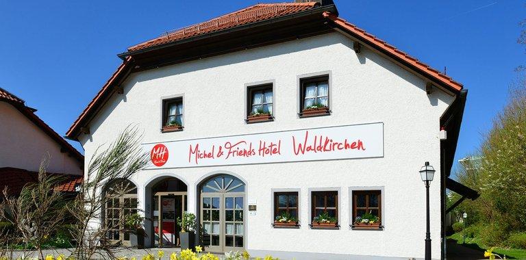 Michel & Friends Hotel Waldkirchen Außensicht