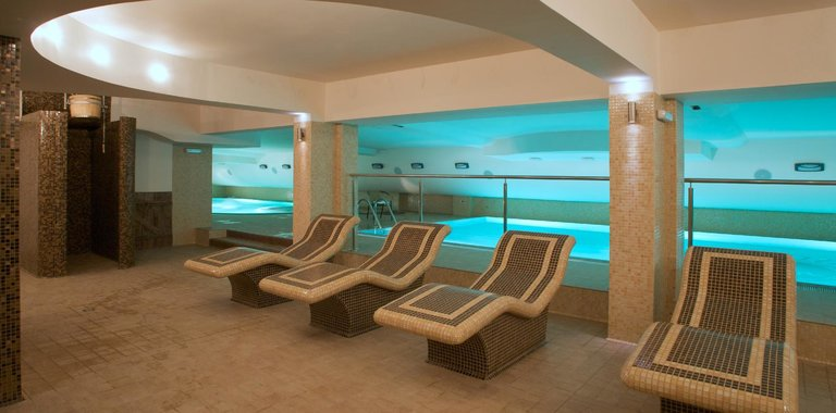 Hotel Maximus SPA Innenpool