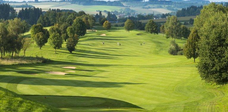 Maximilian Quellness- und Golfhotel Golfplatz