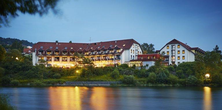 Göbel's Seehotel Diemelsee am Abend