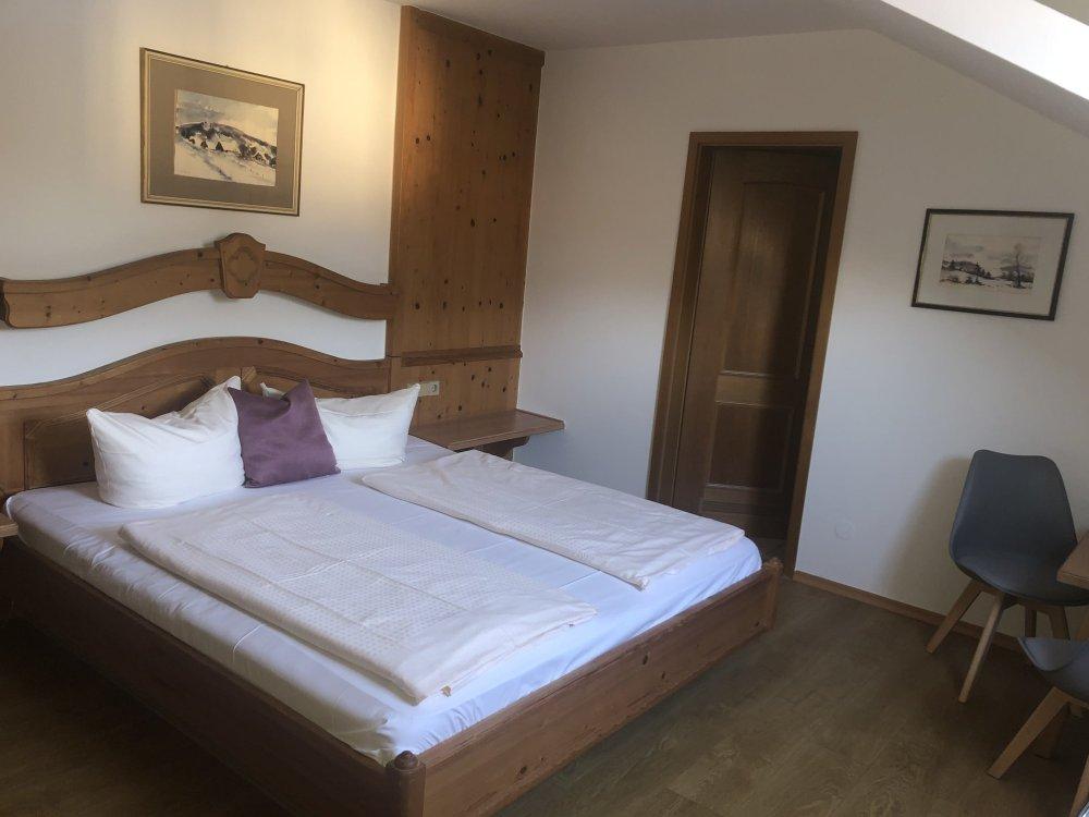 Hotel Das Waldkönig Zimmerbeispiel