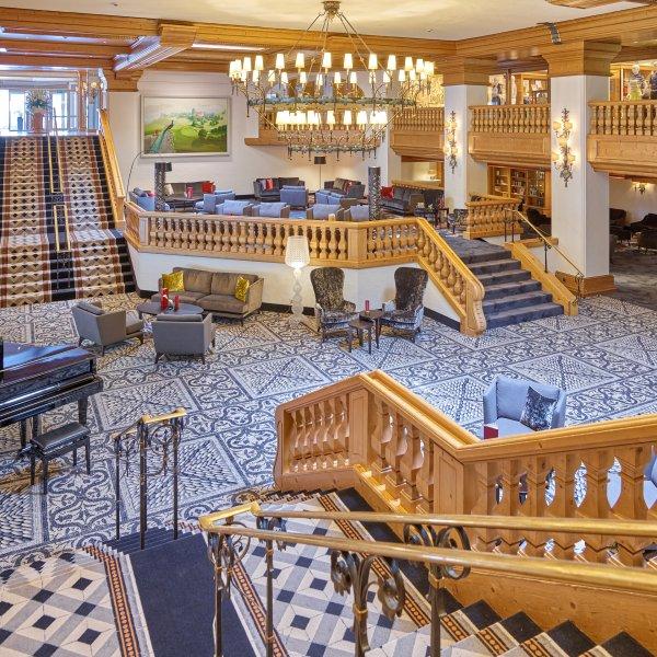 Der Empfangsbereich im Maximilian Quellness- und Golfhotel